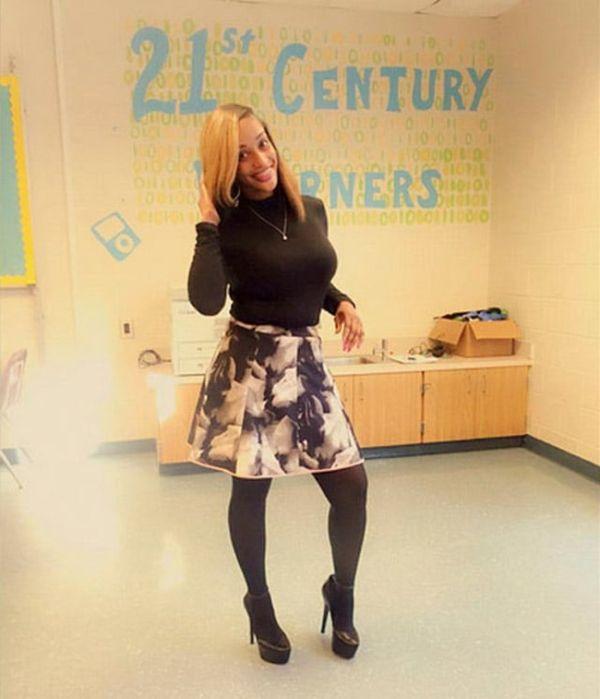 Платье учительницы стало причиной споров в сети