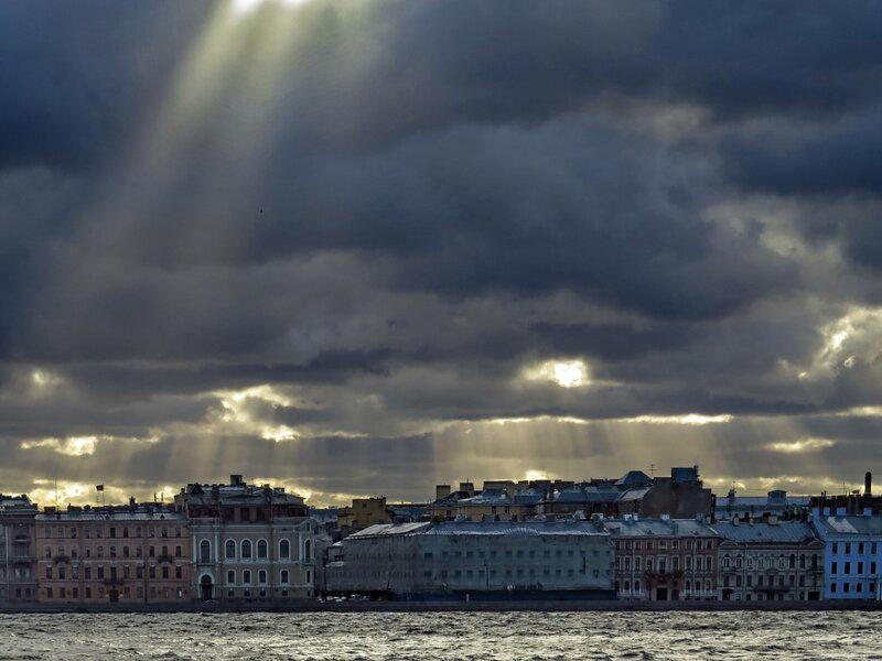 Тучи над Петербургом.
