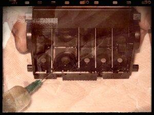 Капаем промывку по 3-4 капли на каждый чернилоприемный штуцер