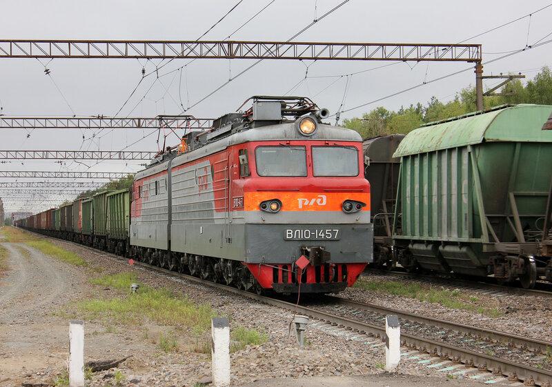 ВЛ10-1457 на переезде в Лопатино, едет на Орехово