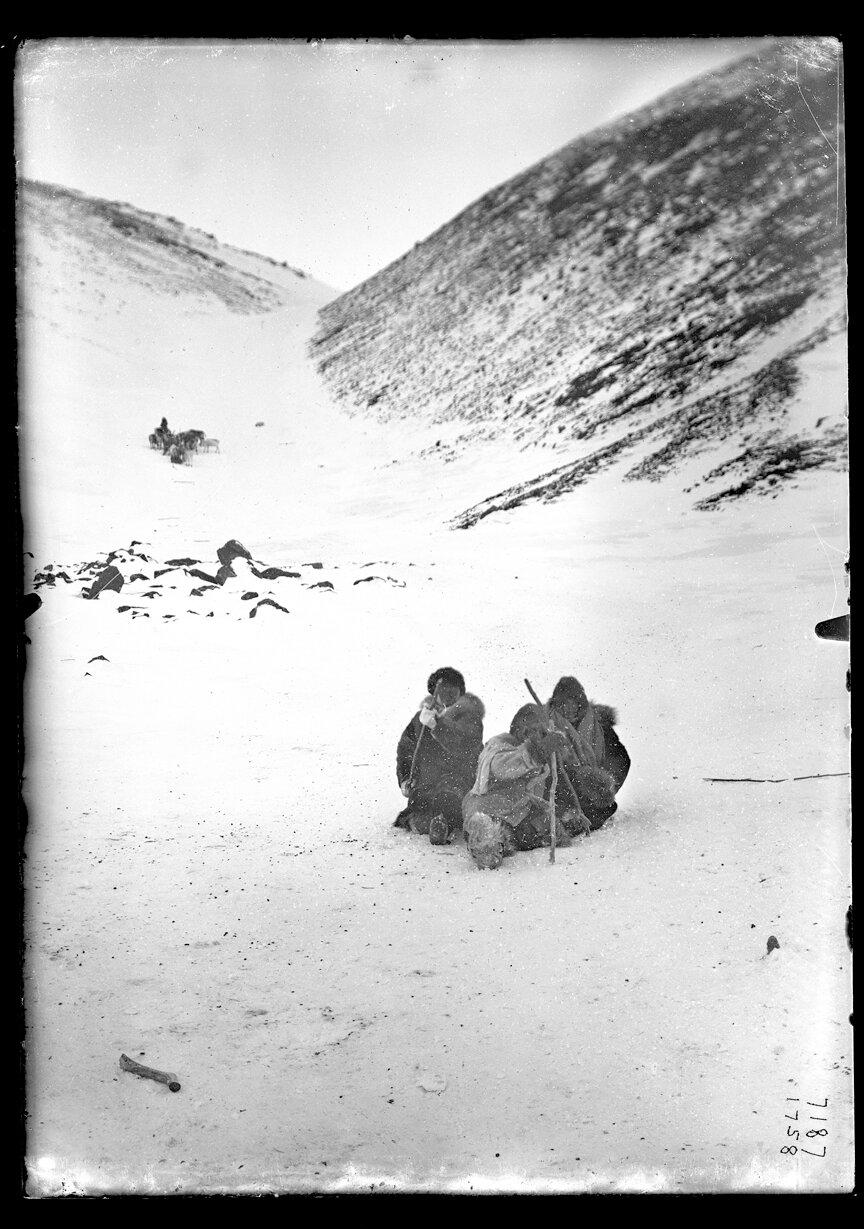 Группа в снегу, 1902