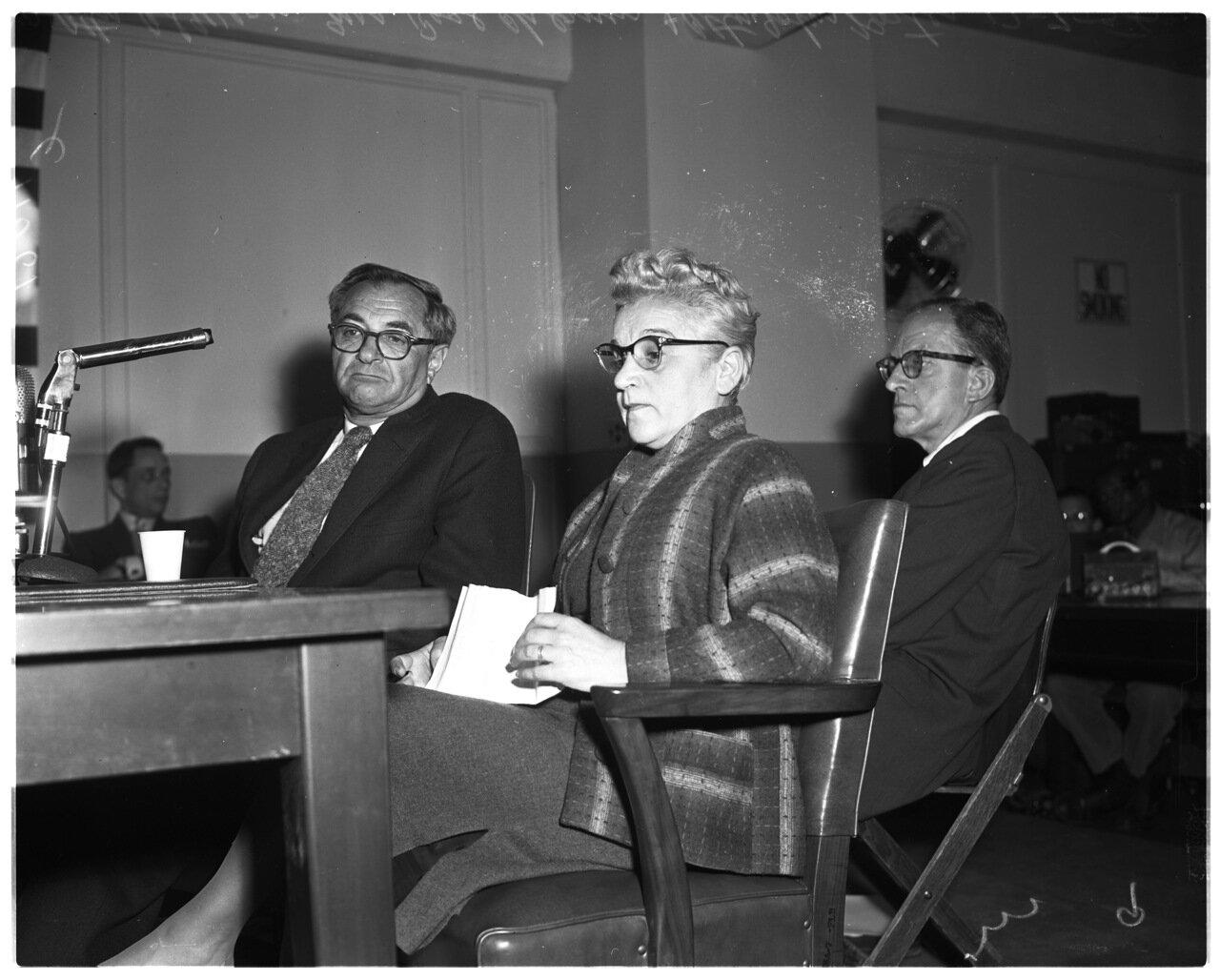 1956. 7 декабря. Комиссия по расследованию антиамериканской деятельности.  Адвокат Аль Верин, г-жа Роза Чернин; прокурор Портер