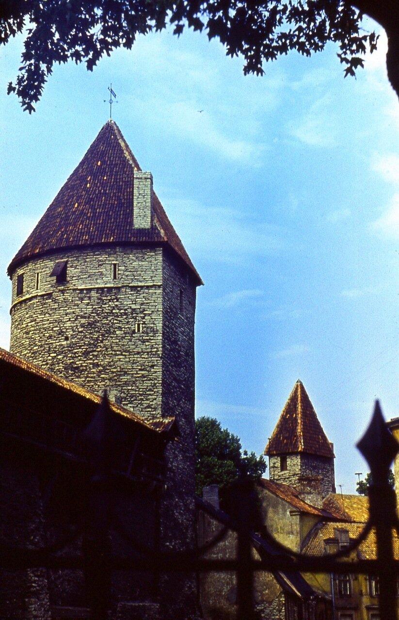 5. Крепостные  стены  и  башни  XV-XVI вв.