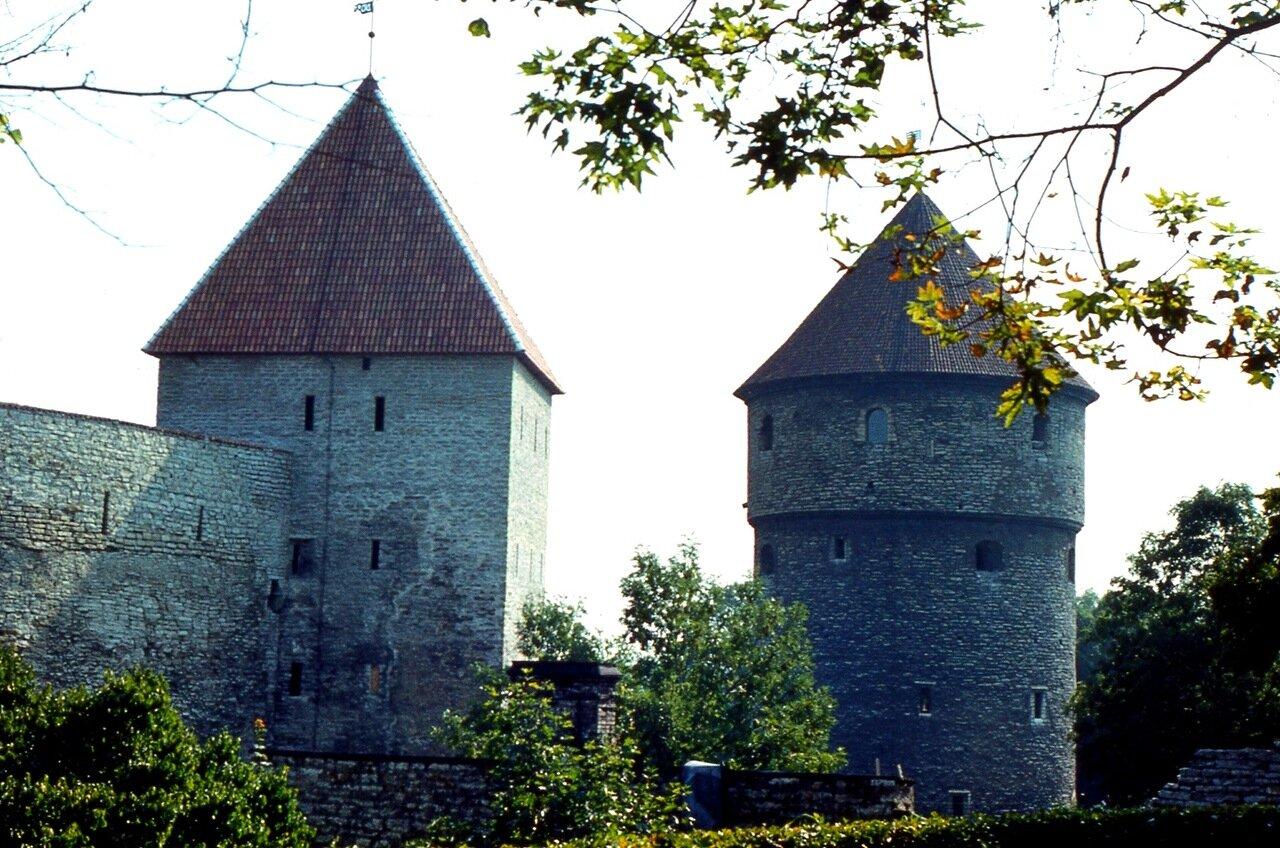 16.  Ещё   две  башни