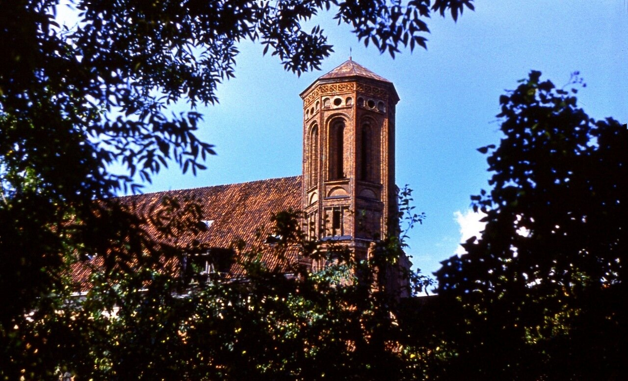 30.  Башня  монастыря