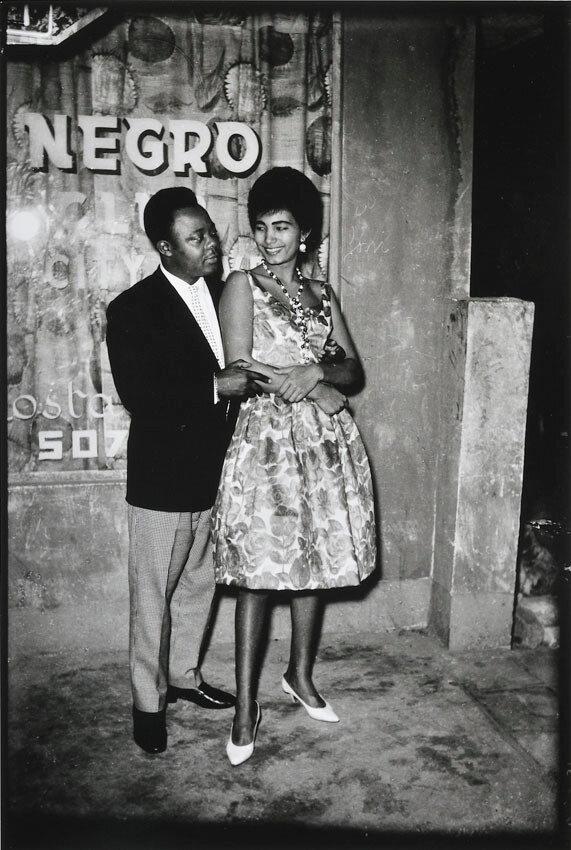 1970. Парочка у негритянского танцклуба