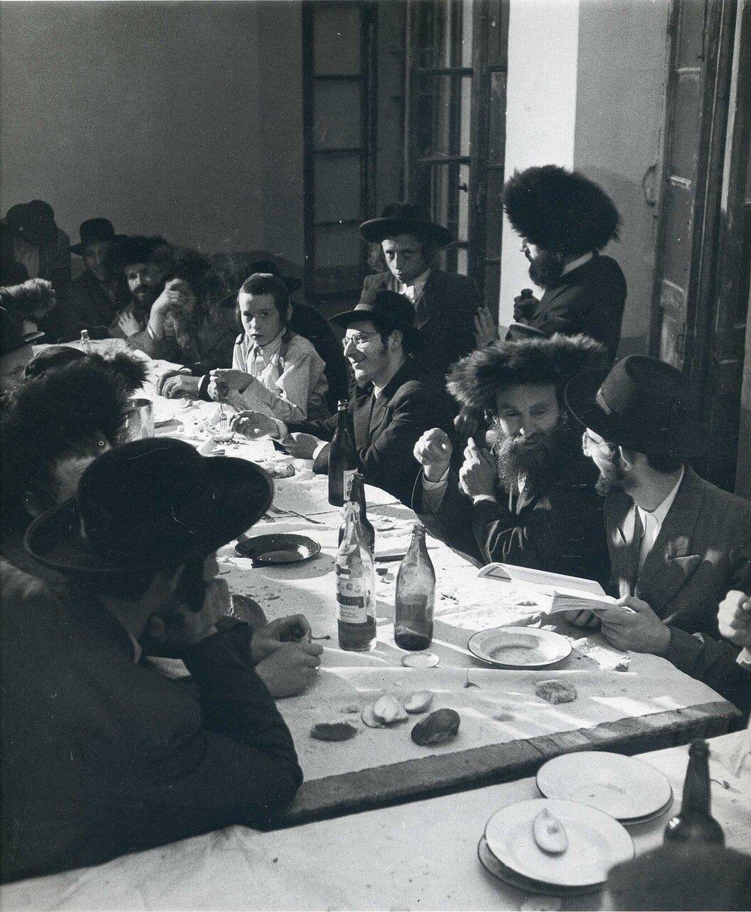 1949. Май-июнь. Заседание общества талмудистов в Меа Шеарим. Иерусалим.