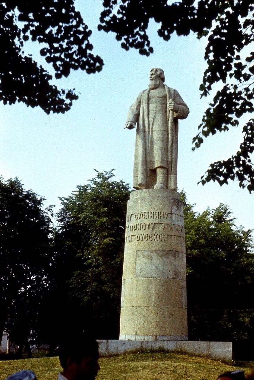 22. Памятник Ивану Сусанину
