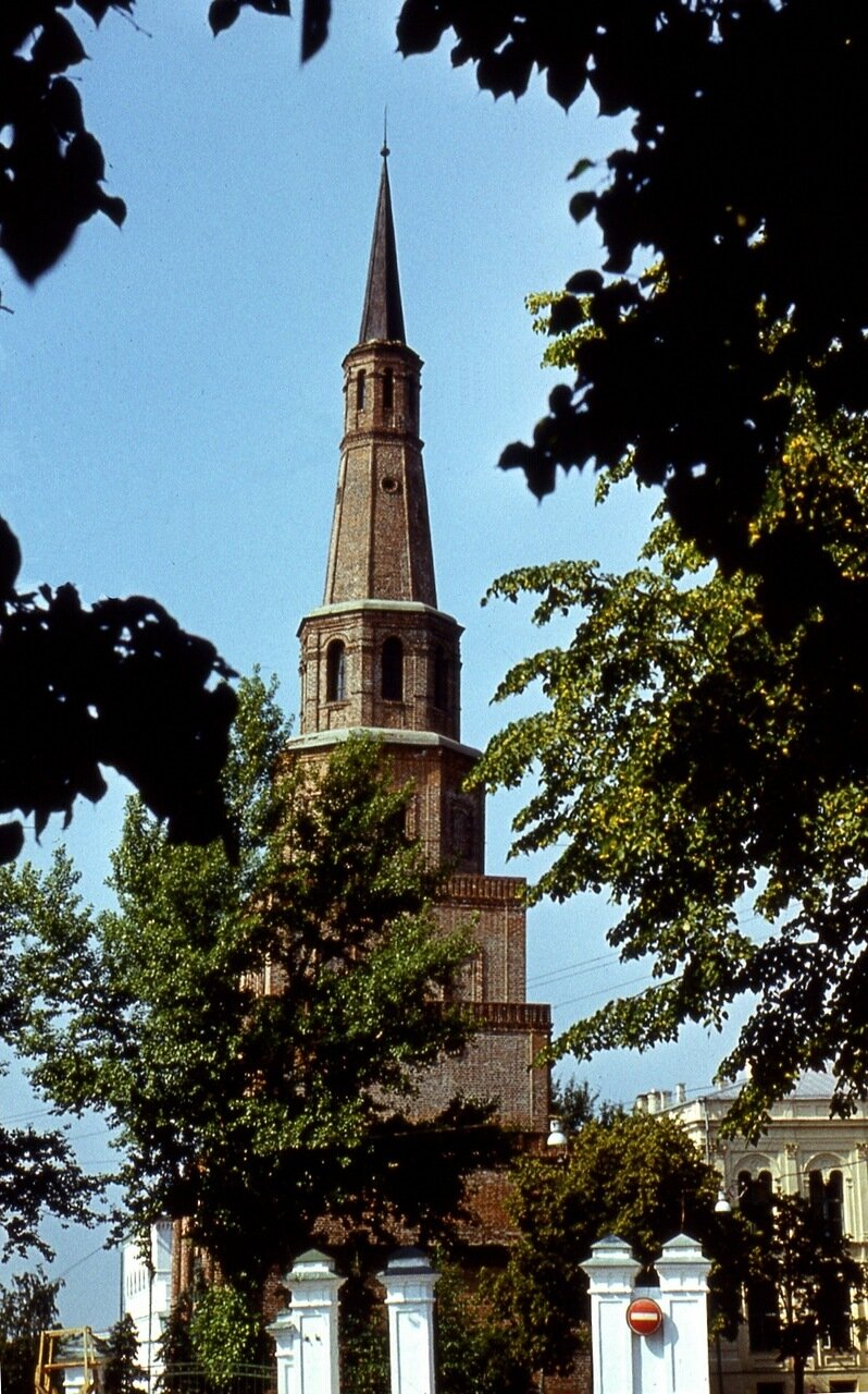 44.  Башня  Сююмбике