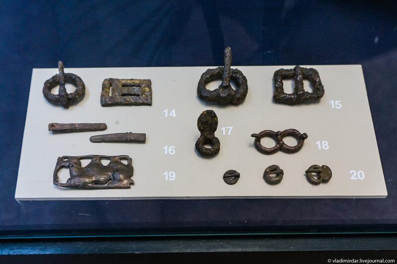 Пряжки и накончники ремней. Железо, бронза.