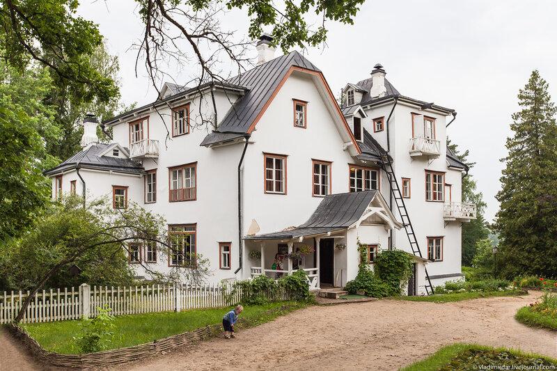 Главный дом усадьбы Поленово