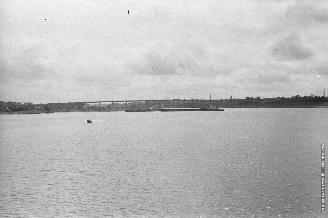 фотография 1985 года Кимры. Кимрский автомобильный мост через реку Волгу