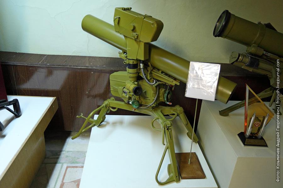 Станок 9П56М для стрельбы управляемыми снарядами по бронированным целям в составе ПУ 9П135М-1. Выпускался с 1975 по 1990 год