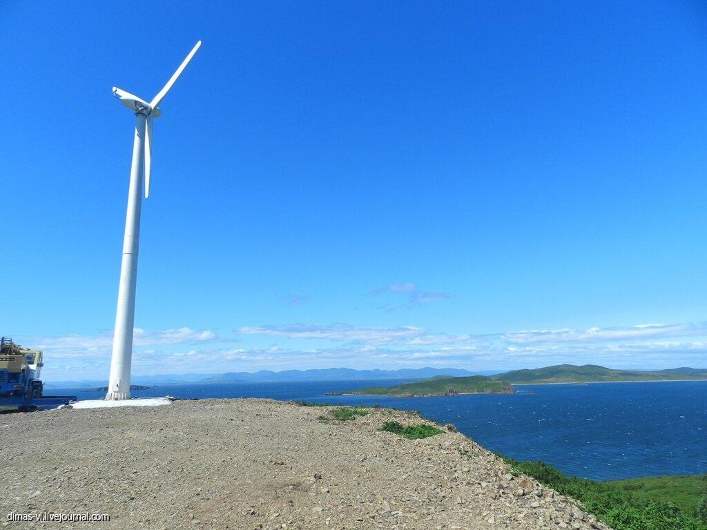 Ветрогенератор на острове Рейнеке (Владивосток). 30-августа-2013г