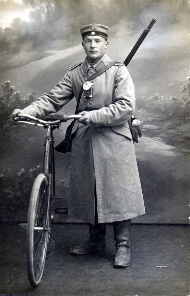 Letter on reverse (below) authored on 12.12.1914 in Metz, the letter was sent to Familie Lehrer (teacher) Klein in Insmingen bei Bensdorf . Postmark-s Brief-Stempel Kgl. Sachs. Fussartillerie Ersatz Bataillon Regiment Nr.12 (3. B
