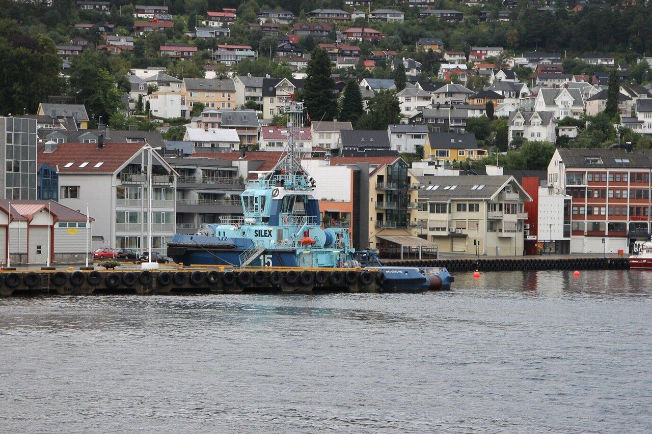 Причал круизного порта и набережная Хамнегата. Вид с парома