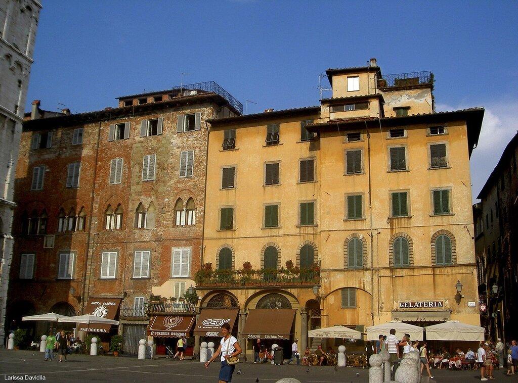Lucca - Piazza del Mercato.