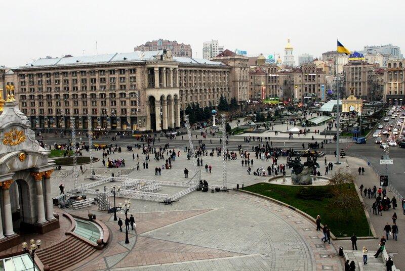 Монтаж сцены на Майдане Незалежности