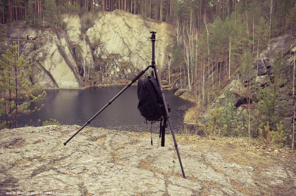 Фото 4. Профессиональные фотографы используют фоторюкзак для придания устойчивости штативу. На снимке Sirui T-2204X и рюкзак Ainogirl A2163