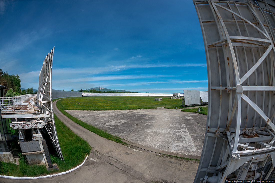 Каждый алюминиевый щит имеет высоту 11 метров, всего их почти 900.