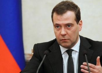 Медведев: Янукович остается законным президентом Украины