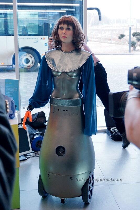 Робот Алиса ООО Нейроботикс, Конференция и выставка Skolkovo Robotics 2014