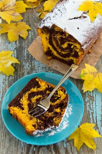 Marble chocolate pumpkin cake with oranges.
