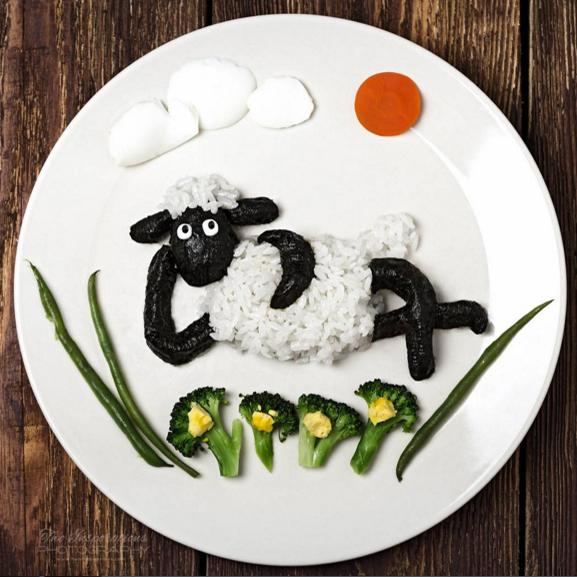 Ингредиенты: цветы— брокколи ияичный желток, травинки— спаржа, солнце— морковка, облака— яичный