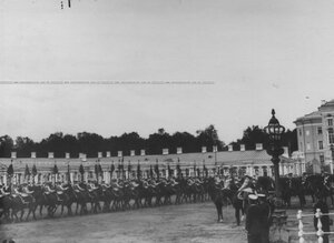 Церемониальный марш кирасир со старыми штандартами на параде  по случаю  200-летнего юбилея полка.