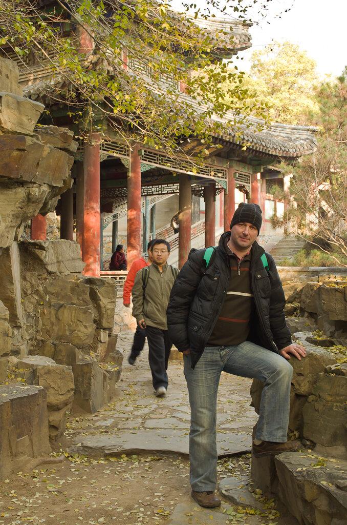 Приятно побродить по тропинкам парка в Летнем императорском дворце. Достопримечательности Пекина