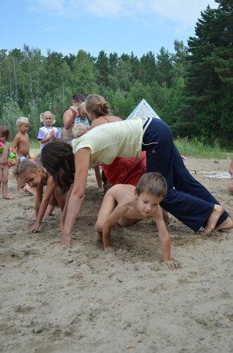 Мальчики голышом на пляже 84