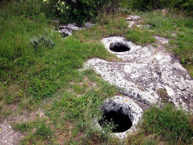 Круглые отверстия в пещерах
