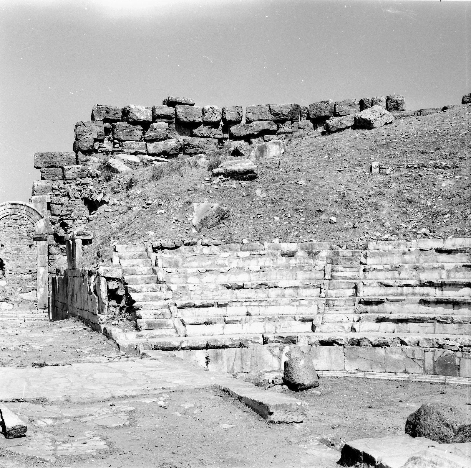 Эфес. Театр