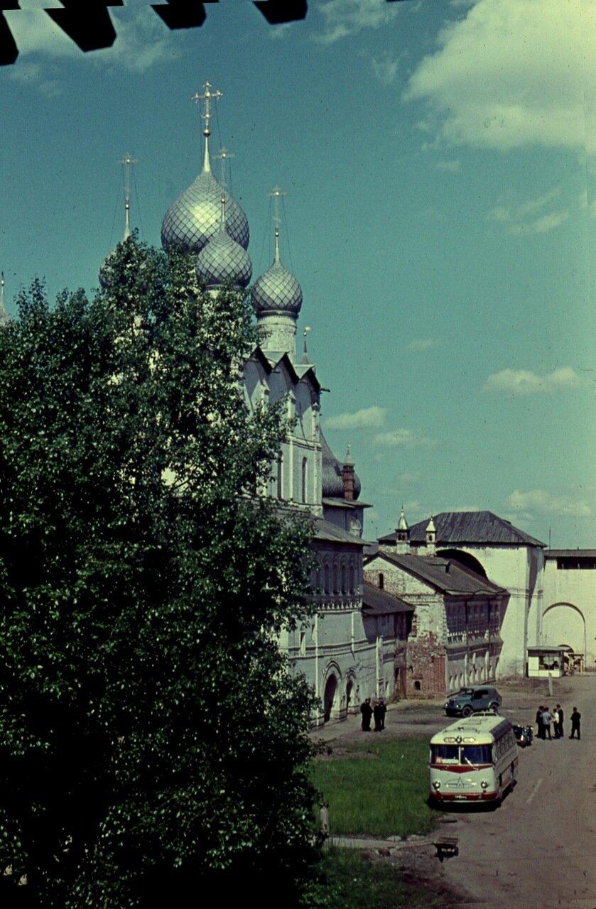 2.  Церковь Воскресения  над  Святыми Воротами