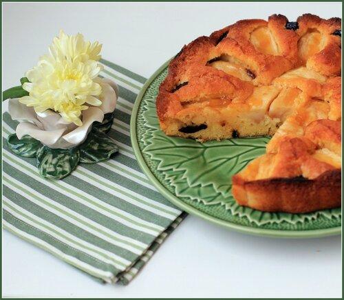 Бретонский пирог с яблоками и черносливом
