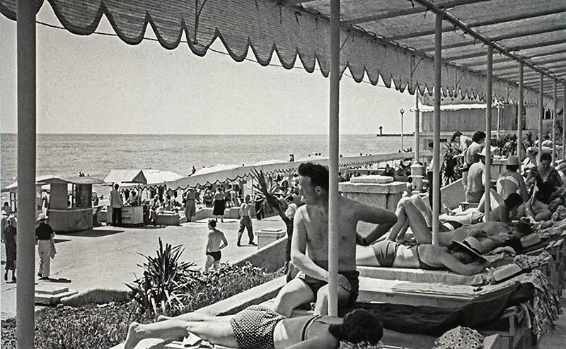 Hot day at the beach  photos ITAR-TASS, 1958