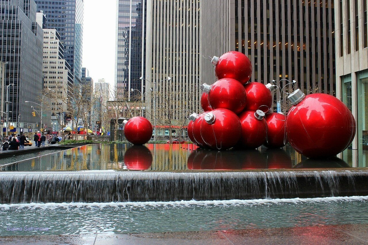 the big red balls at Rockefeller Center
