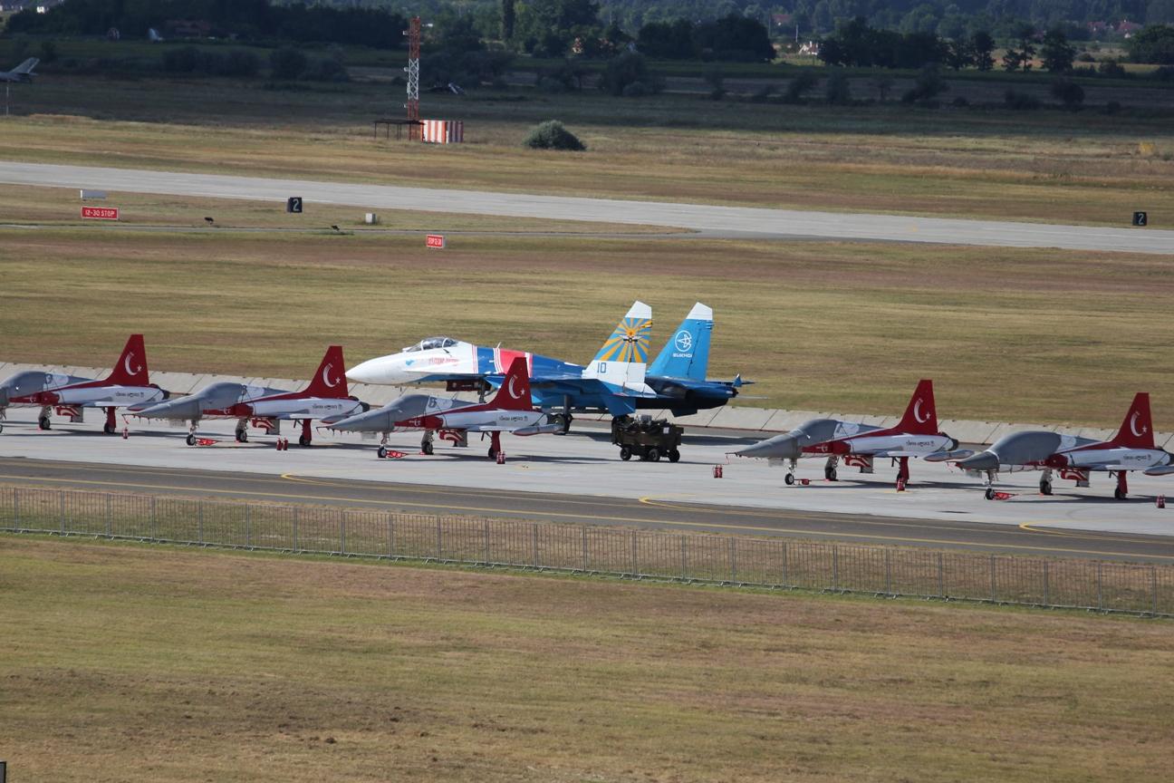 Су-27 на рулении на авиабазе Кечкемет