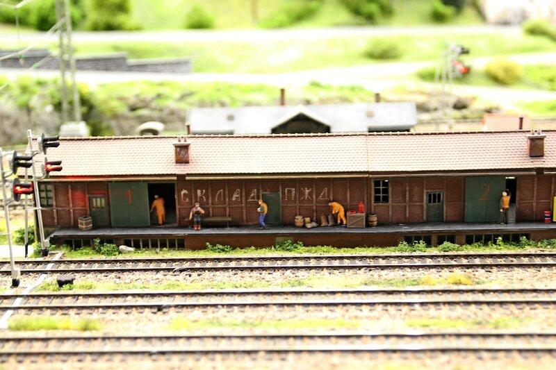 Гранд макет: железнодорожные пакгаузы. ленивые складские рабочие и ж/д пути