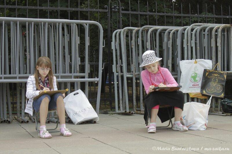 Малыши рисуют консерваторию, Саратов, площадь Чернышевского, 24 июля 2013 года