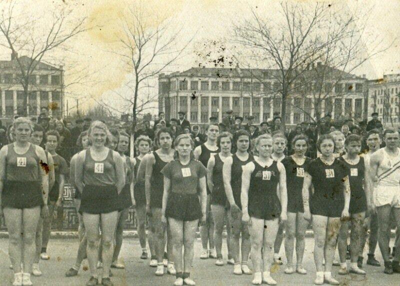 .9.05.1954 г. В день традиционной эстафеты на приз газеты