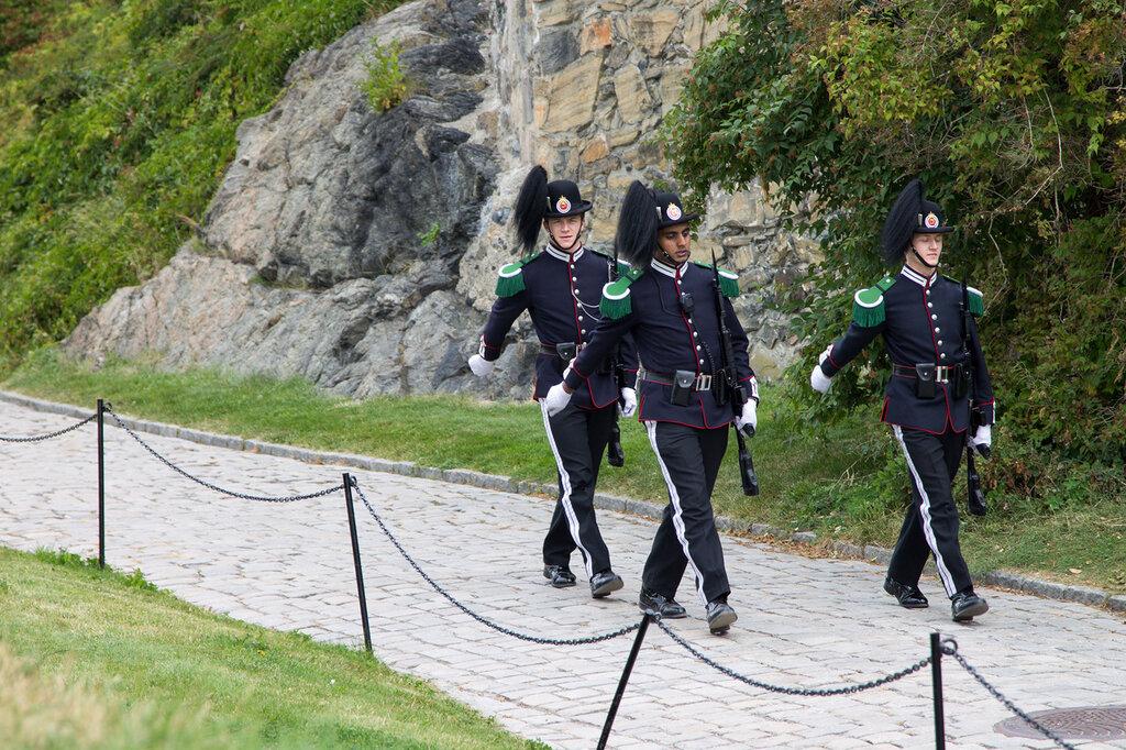 Смена караула в крепости Акерсхус, Норвегия