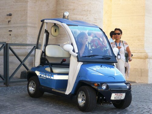Ватикан. Рим. Полицейская машина (The Vatican. Rome. The police car).