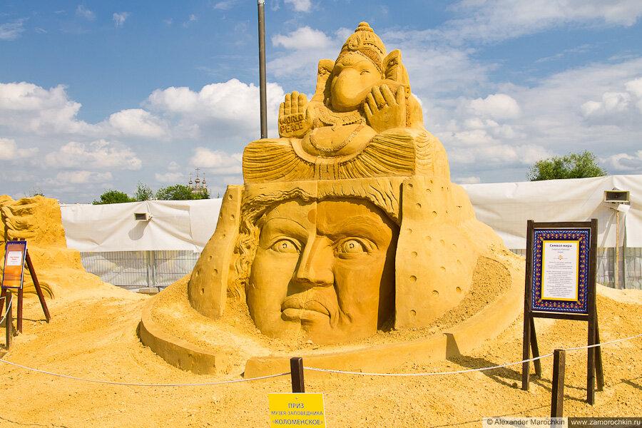 """Песчаная скульптура """"Символ мира"""" в Коломенском"""