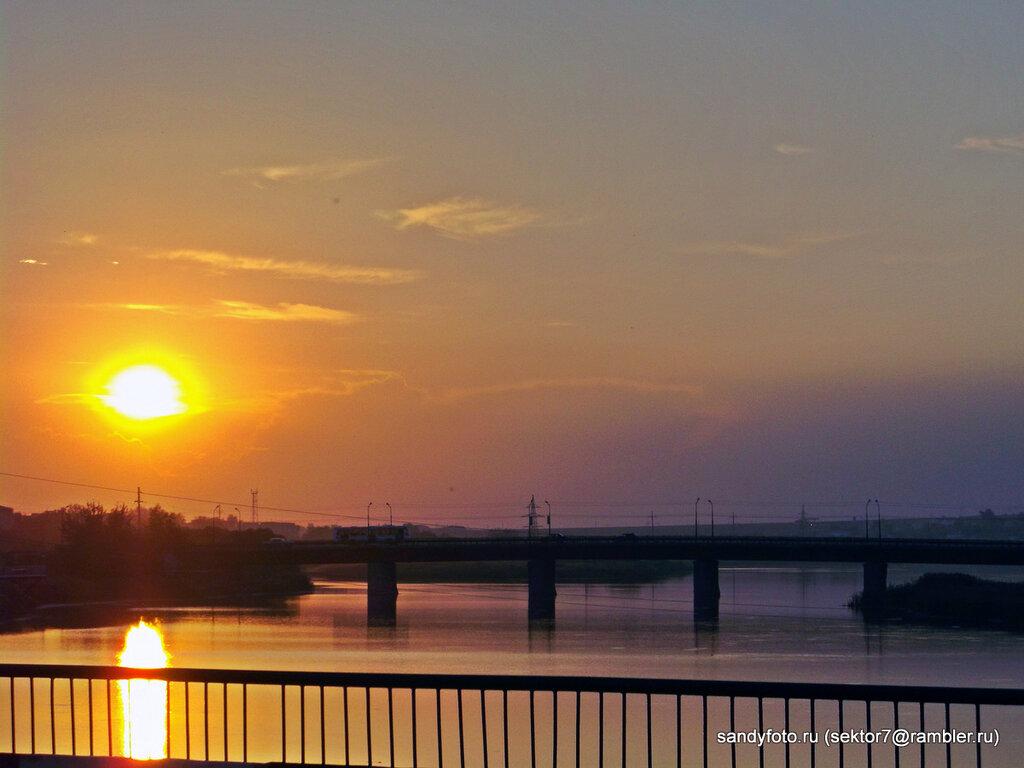 Закат над старым мостом