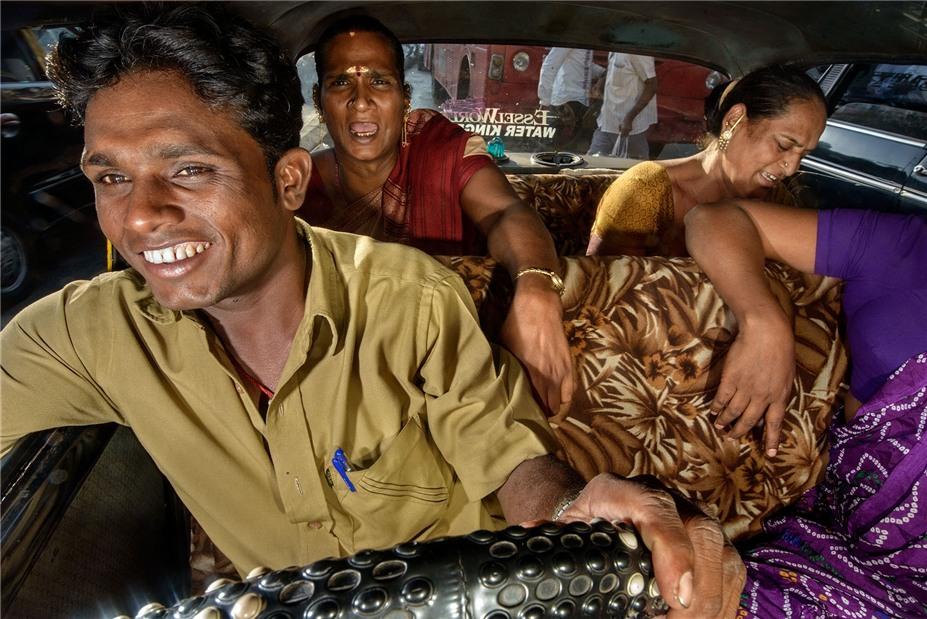Старые такси Бомбея / Road Wallah by Dougie Wallace