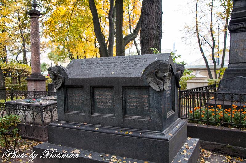 Памятник с крестом на просвет Шлиссельбург недорогие памятники и надгробия на могилу