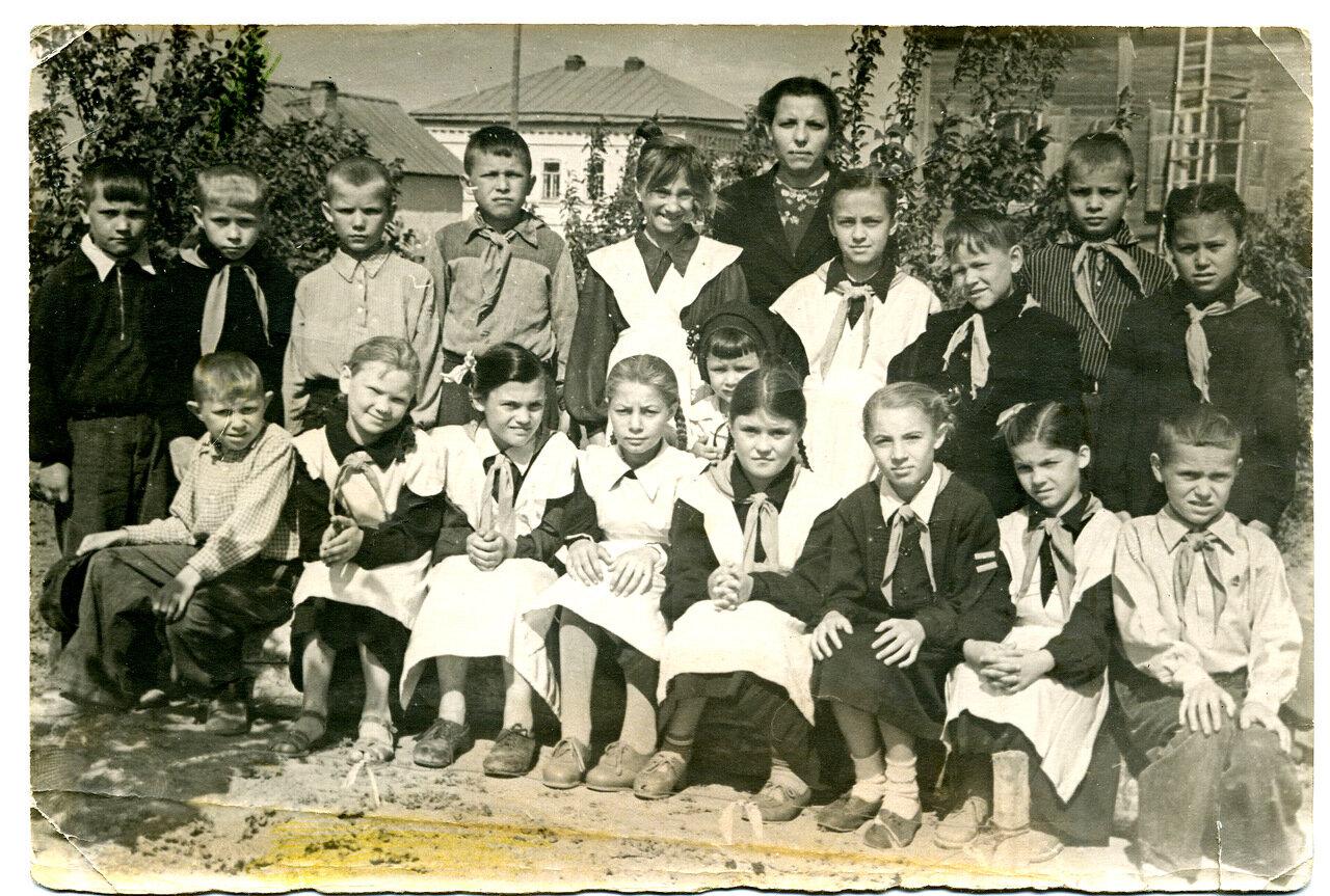 Школьники из поселка Ровное