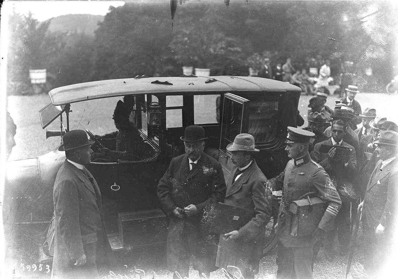 Прибытие на конференцию рейхсканцлера Веймарской республики Константина Ференбаха и министра обороны Веймарской республики Отто Карла Гесслера