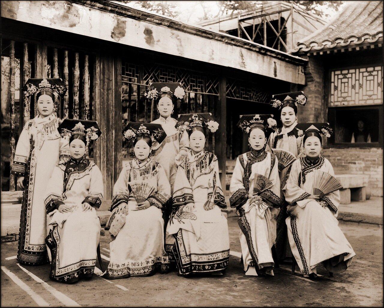 1910-1925. Маньчжурские придворные дамы
